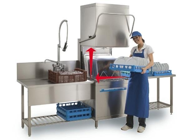 Chọn máy rửa chén hay thuê nhân công
