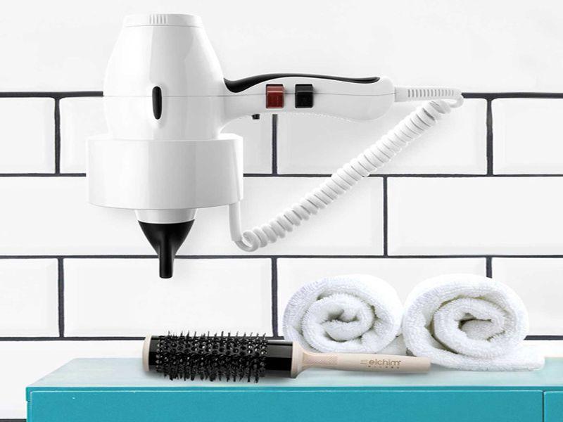 Máy sấy tóc treo tường thường được sử dụng trong phòng tắm