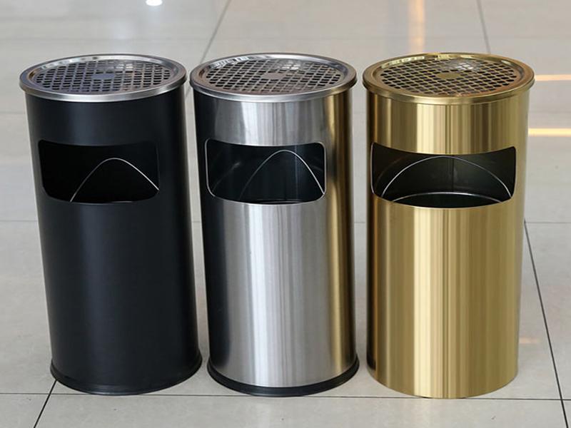 Thùng rác tiền sảnh được làm từ nhiều chất liệu khác nhau