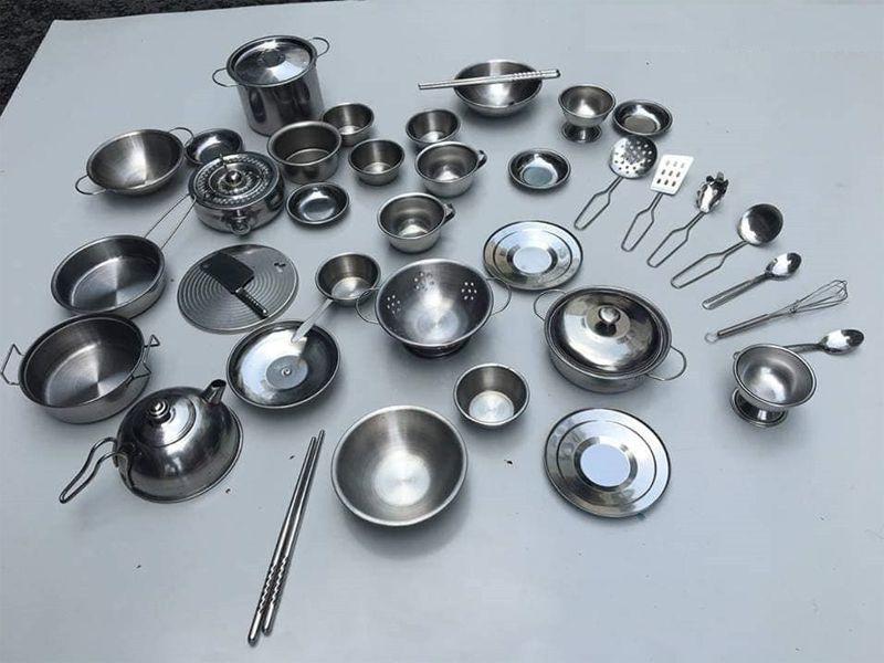 Inox là chất liệu mà nhiều người thường sử dụng cho khu vực bếp