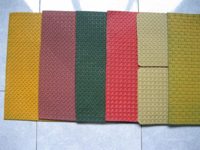 Thảm chống trượt trong phòng tắm khách sạn rất đa dạng về mẫu mã và màu sắc giúp bạn dễ dàng lựa chọn
