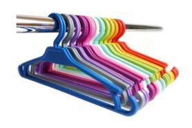 Móc treo quần áo nhựa với nhiều mầu sắc giúp bạn dễ dàng lựa chọn