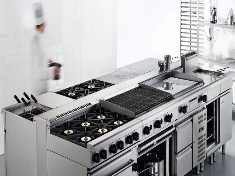 Bếp công nghiệp được chia thành 2 loại là có lò nướng và không lò nướng