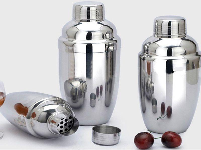 Bình lắc dùng để trộn rượu cùng với các nguyên liệu khác