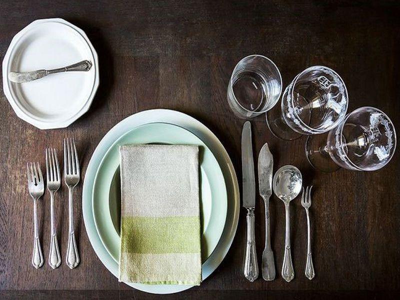 Dao muỗng nĩa là bộ dụng cụ thường được sử dụng trong các buổi tiệc phương Tây