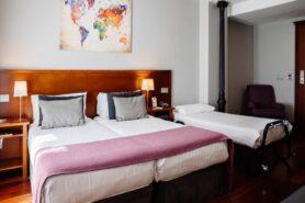 Giường extra bed được kê thêm trong phòng khách sạn khi có yêu cầu