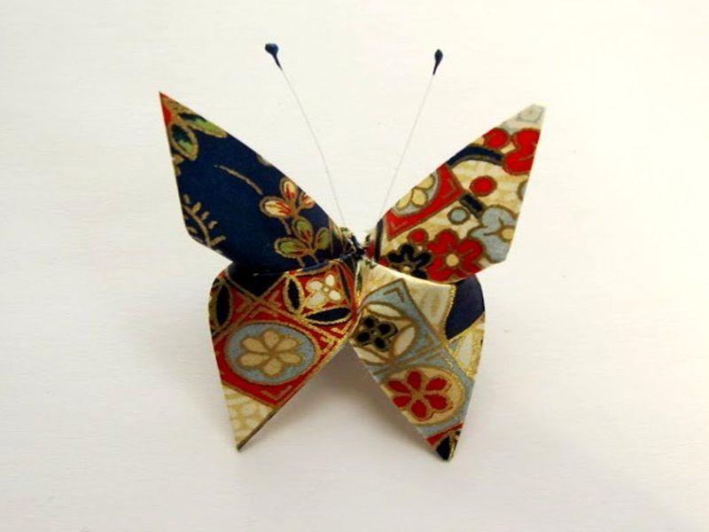 Khăn giấy để chén hình con bướm