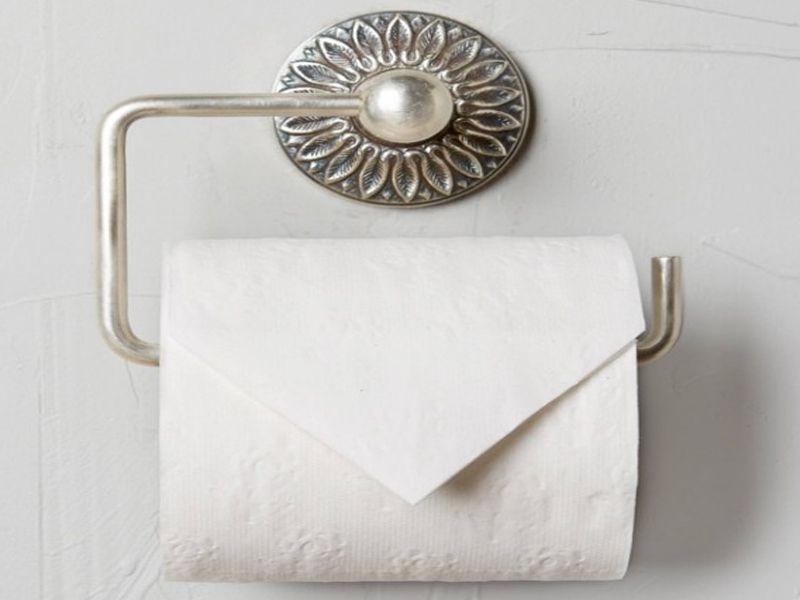 Khay đựng giấy vệ sinh trong phòng tắm