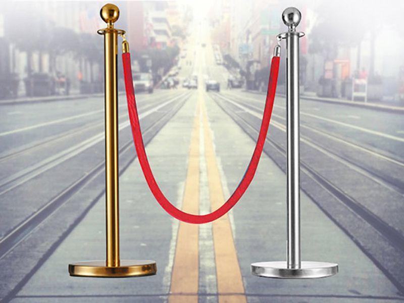 Sự khác nhau giữa cột chắn mạ vàng và mạ bạc