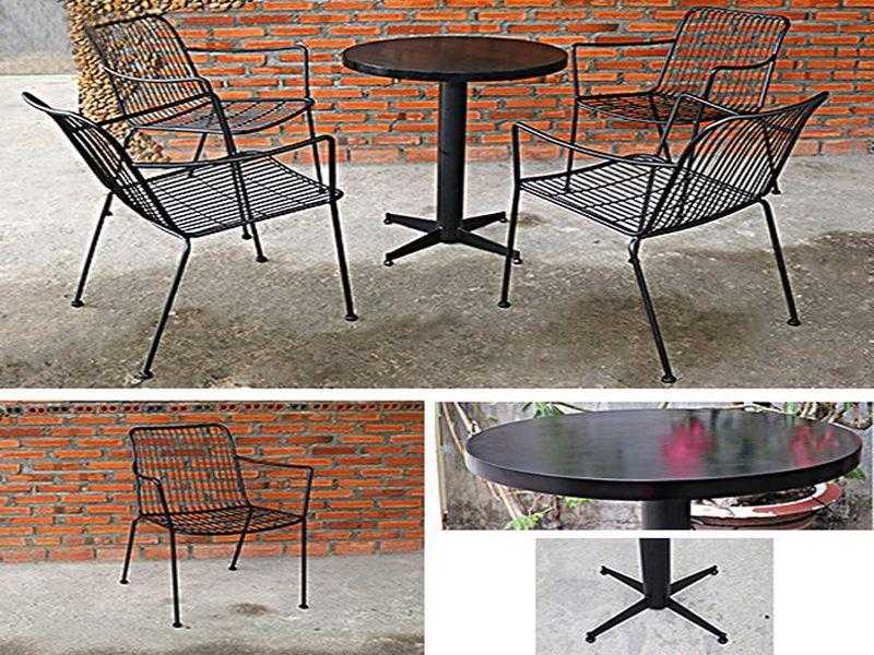 Bàn ghế chân sắt sẽ có giá thành cao hơn nhựa hay gỗ công nghiệp