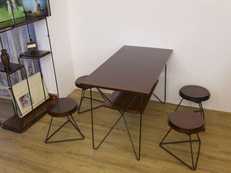 Bàn ghế sắt kết hợp với gỗ