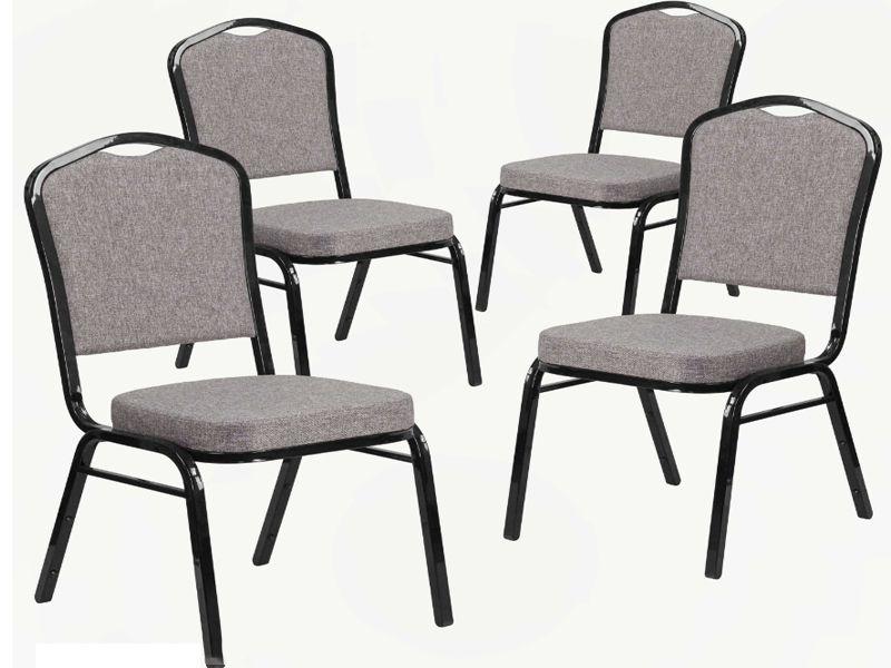 Chân ghế được thiết kế 4 chân chắc chắn