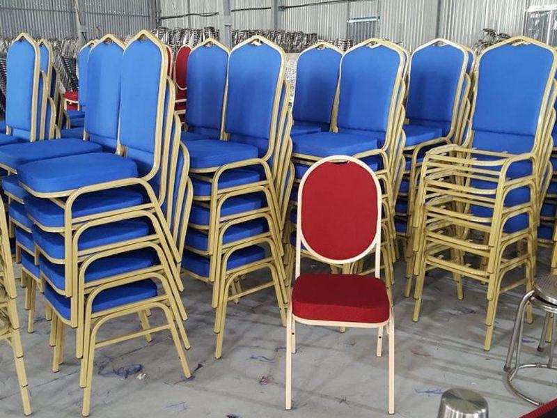 Mẫu ghế có thể xếp chồng vào nhà thuận tiện cho quá trình cất giữ