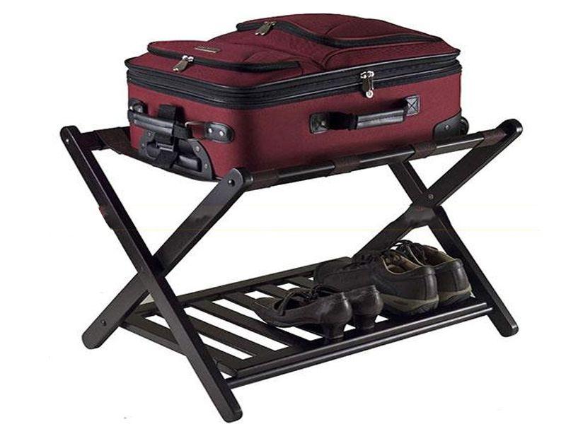 Kệ giúp khách hàng có được không gian đặt hành lý gọn gàng, ngăn nắp hơn