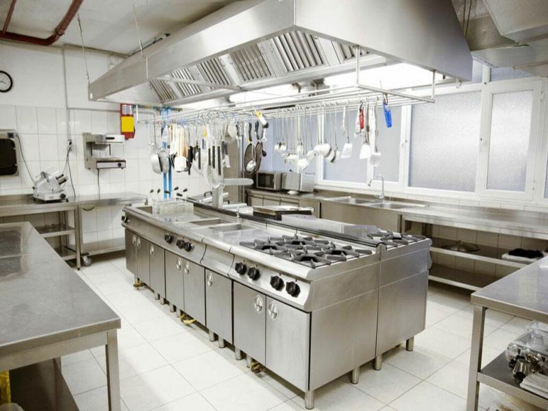 Bếp ăn công nghiệp thường có trong nhà hàng, quán ăn, trường học,khách sạn