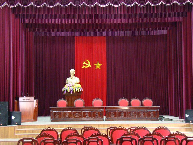 Bục phát biểu sử dụng trong hội trường