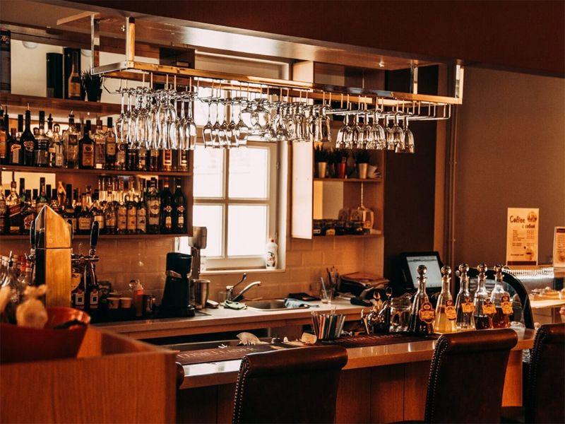Các dụng cụ quầy bar cần chuẩn bị khi mở một quầy bar
