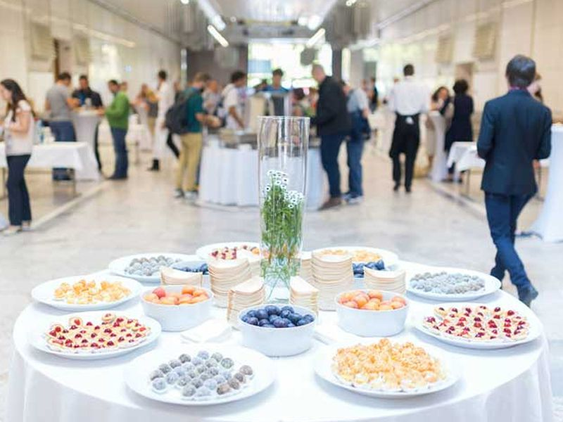 Số lượng nhân viên phục vụ tại các tiệc buffet luôn ít hơn so với các nhà hàng thông thường