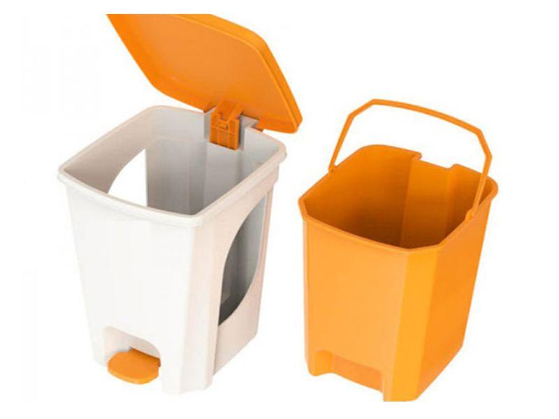 Nên vệ sinh thùng rác vệ sinh thường xuyên