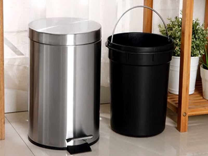 Chỉ nên mang 1 lớp lõi đi đổ thay vì đem cả thùng rác đi đổ tránh va đập mạnh