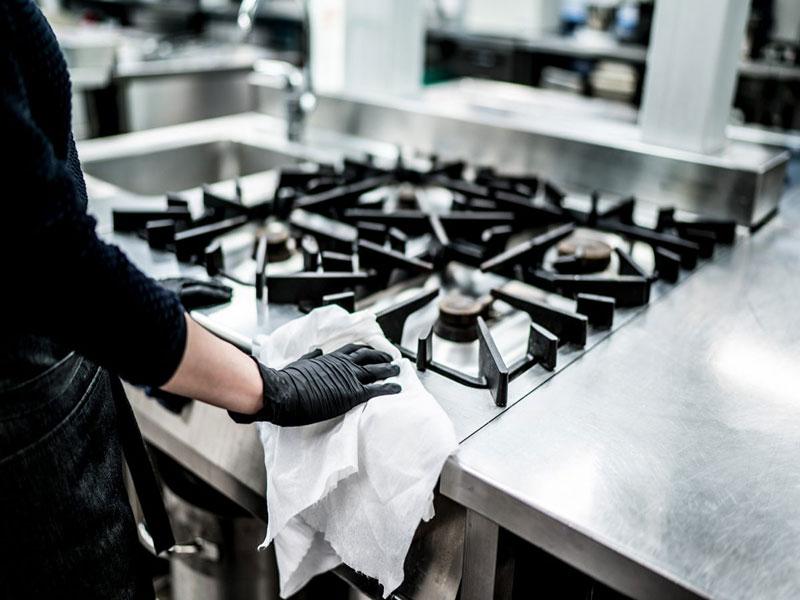 Vệ sinh bếp ăn công nghiệp bằng nước