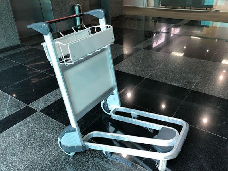 Xe đẩy giúp vận chuyển đồ đạc, hành lý tại sân bay