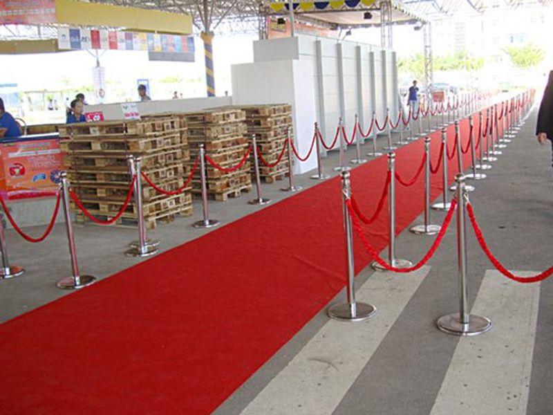 Cột chắn inox là thiết bị phân luồng cho các sự kiện, hội nghị, sân bay