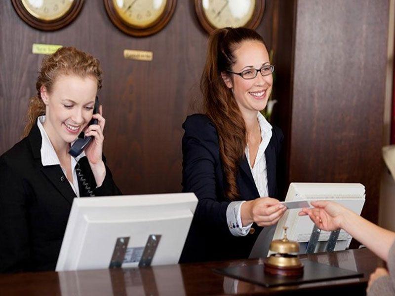 Khách sạn xử lý tiếp nhận thông tin kê thêm giường phụ của khách hàng