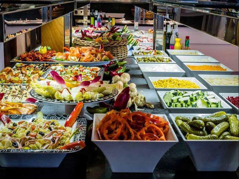 Thiết kế bố cục và cách bài trí thức ăn buffet