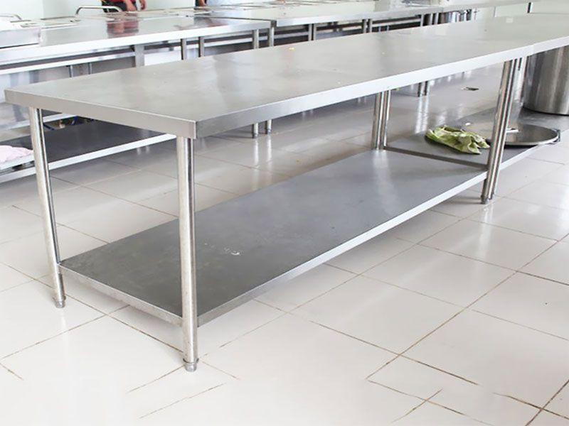 Thông thường nhiều người tiêu dùng lựa chọn inox 201 và 304 để sử dụng làm bàn inox