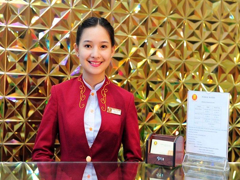 Tại khách sạn bạn có thể mượn bàn là trực tiếp từ nhân viên lễ tân