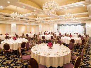 Bàn phòng tiệc – Dụng cụ hội nghị bàn tiệc không thể thiếu