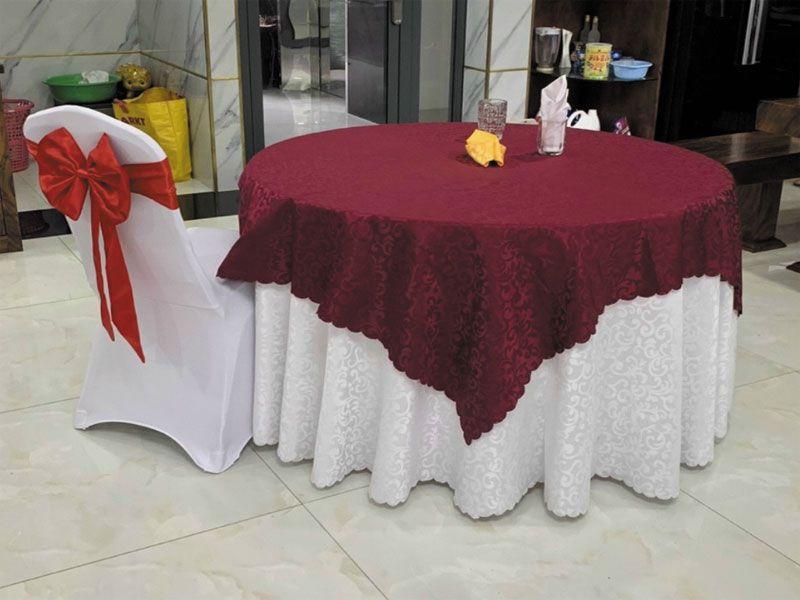 Kích thước khăn trải bàn cần phải đảm bảo phù hợp với bàn ăn