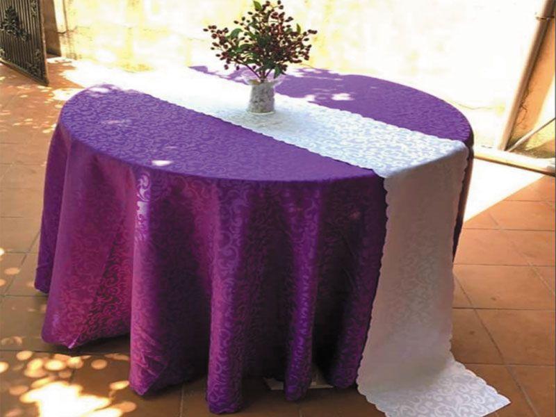 Chất liệu khăn trải bàn ăn chính là yếu tố quyết định đầu tiên trong khâu chuẩn bị