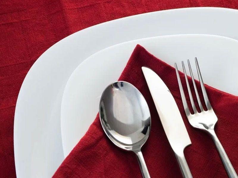 Inox là chất liệu thường được sử dụng trong bộ đồ ăn tại nhà hàng – khách sạn