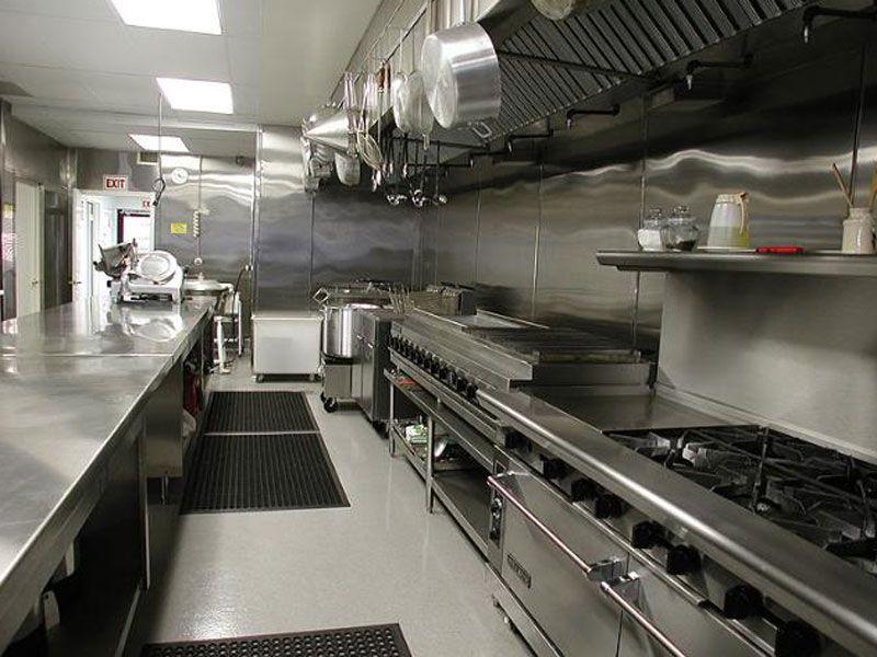 Tủ lạnh, bàn lạnh, bàn mát,… là những thiết bị làm lạnh nguyên vật liệu không thể thiếu hiện nay