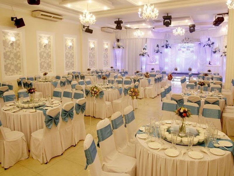 Sắp xếp bàn ghế nhà hàng tiệc cưới cho những vị khách quan trọng