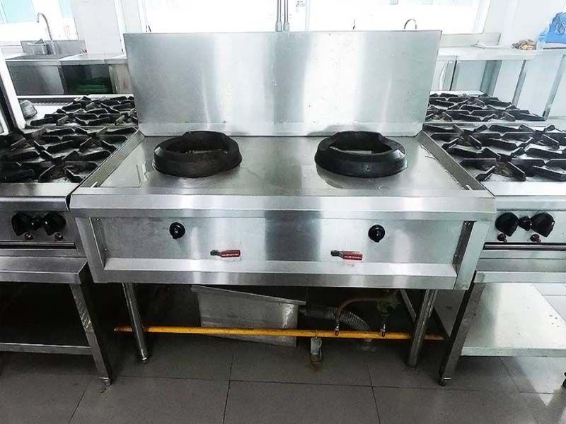 Đảm bảo an toàn trong quá trình sử dụng bếp á công nghiệp