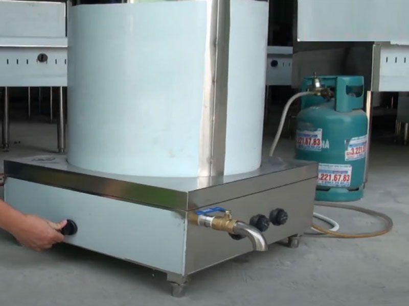 Nồi nấu phở gas chiếm nhiều diện tích hơn nồi phở điện