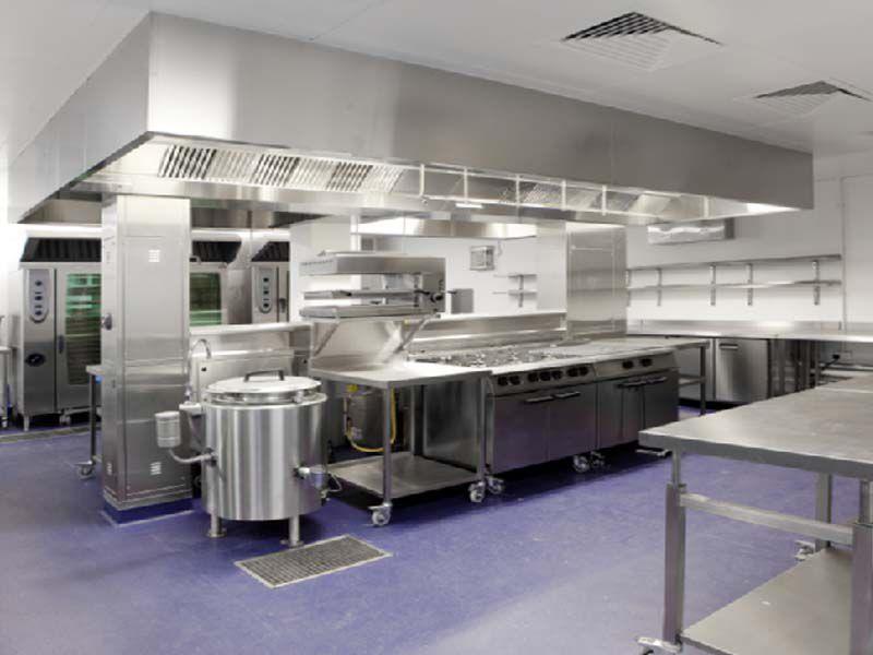 Lựa chọn bàn inox đối với không gian bếp ăn lớn