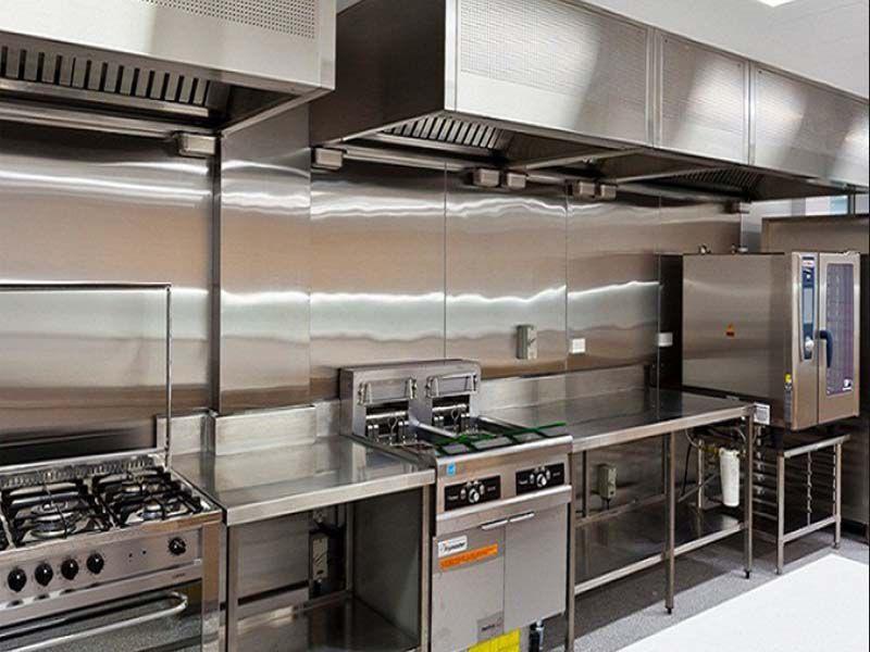 Thi công bếp nhà hàng bằng chất liệu inox sẽ đảm bảo cho bạn một không gian cao cấp hiện đại
