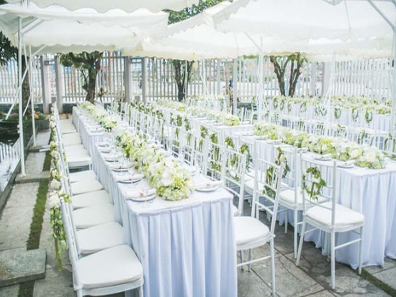 Bàn ghế tiệc cưới tại Inox Nhật Minh luôn đa dạng mẫu mã, kiểu dáng để khách hàng có thể lựa chọn