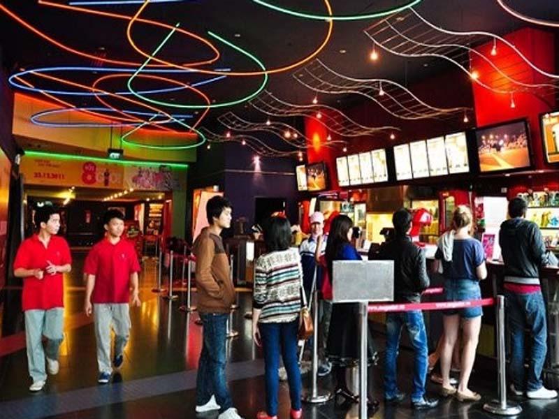 Chọn mua cột chắn inox cho rạp chiếu phim cần nhiều lưu ý